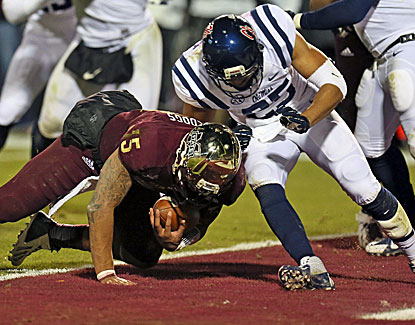 Dak Prescott bounds into the end zone for the game-winning score as Mississippi State defeats Ole Miss in the Egg Bowl. (USATSI)
