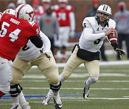Blake Bortles rallies Central Florida back from an early deficit with two rushing touchdowns.  (USATSI)