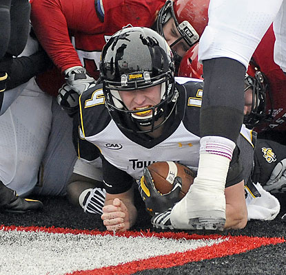 Towson backup QB Connor Frazier squeezes into the end zone for the winning score with 17 seconds left.  (USATSI)