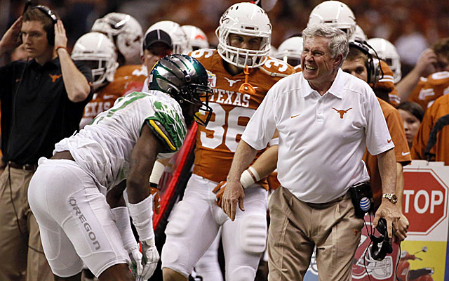 Mack Brown completes his tenure at Texas after 16 seasons with a loss to Oregon in the Alamo Bowl. (USATSI)