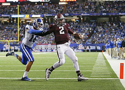 Johnny Manziel beats Duke safety Jeremy Cash to the pylon for a 3-yard touchdown run in the fourth quarter.  (USATSI)