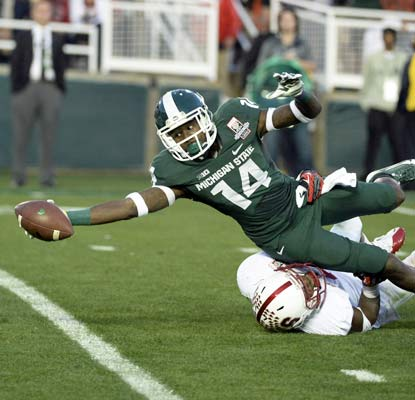Tony Lippett stretches for a 25-yard touchdown as the Spartans win their first Rose Bowl in 26 years.  (USATSI)