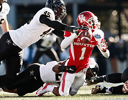 Vandy linebacker Karl Butler dumps Houston QB Greg Ward.  (USATSI)