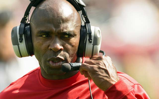 Texas to hire Charlie Strong