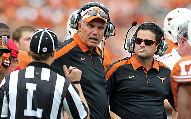 Longtime Texas assistant Duane Akina will be the new secondary coach at Stanford. (USATSI)