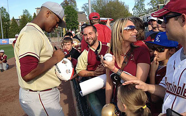 When Jameis Winston signs autographs before games, it always draws a crowd. (Dennis Dodd)