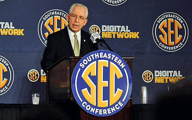 The SEC will keep its eight-game conference football schedule for the foreseeable future. (USATSI)