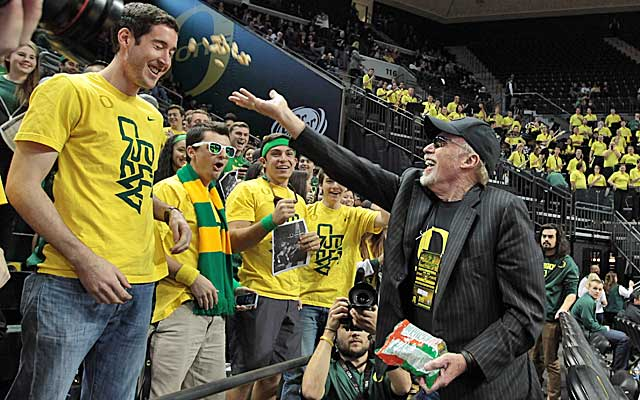 Even with all that Nike money from Phil Knight, Oregon's AD says his athletic budget is tight.    (USATSI)