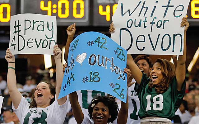 The Tulane community has helped with funds to cover Walker's medical expenses.  (Getty Images)