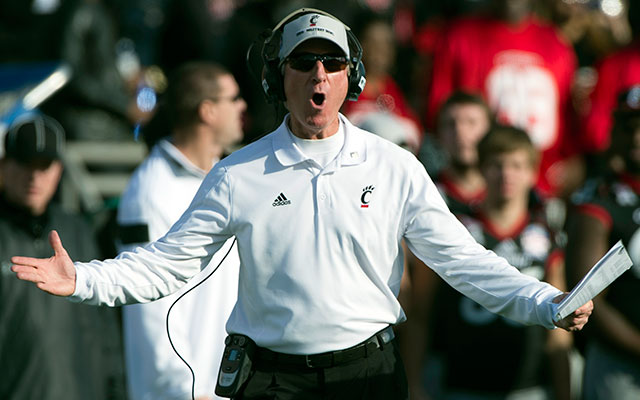 Tommy Tuberville plans to fine Cincinnati players via their cost of attendance stipends. (USATSI)