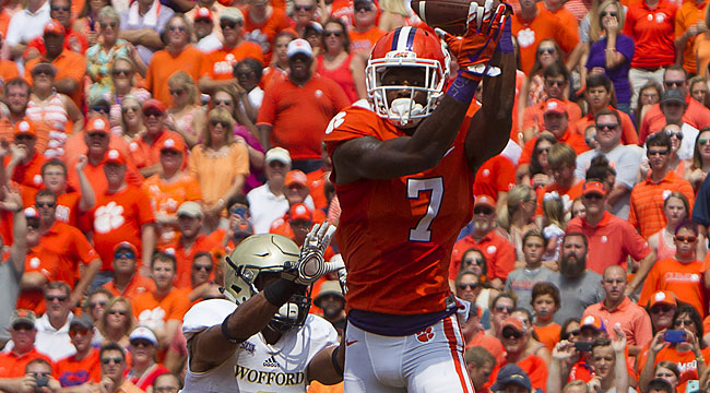 LIVE: Clemson cruising; WR Williams carted off