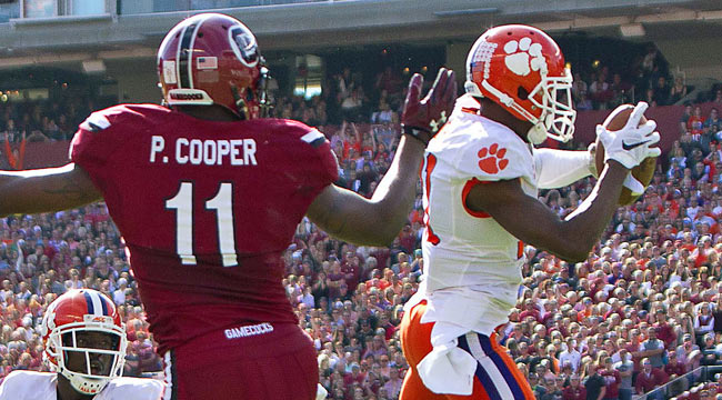 LIVE: No. 1 Clemson finds groove, leads rival