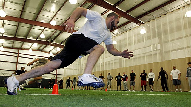 Receiver prospect Frank Bruno (University of Montreal) preps for the combine. (AP)