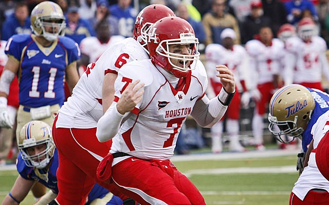 Keenum often changed plays at the line of scrimmage while at UH, and passed for 19,217 yards. (Getty Images)