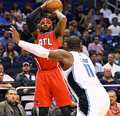 Josh Smith scores 16 points while also leading the Hawks with eight rebounds and four assists. (US Presswire)