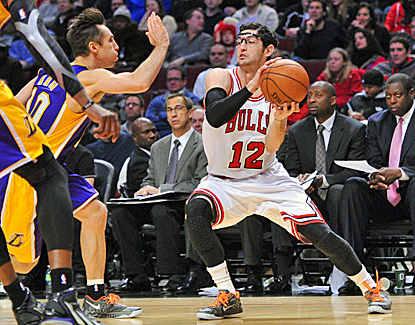 Kirk Hinrich (right) scores 22 points as the Bulls hand the Lakers their ninth loss in 11 games. (US Presswire)