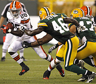 The Browns' James Davis tries to elude Green Bay's  Charlie Peprah (46) and Frank Zombo (47).  (AP)