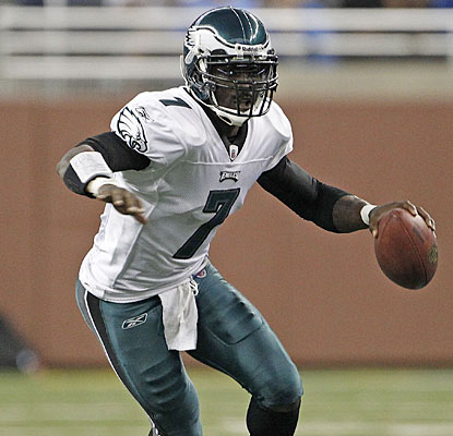 Michael Vick makes the most of his first start since 2006, throwing for 284 yards and two TDs.  (Getty Images)