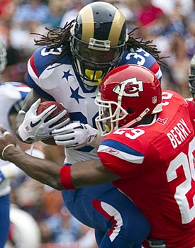 Eric Berry really Pro Bowls this tackle against Steven Jackson. (AP)