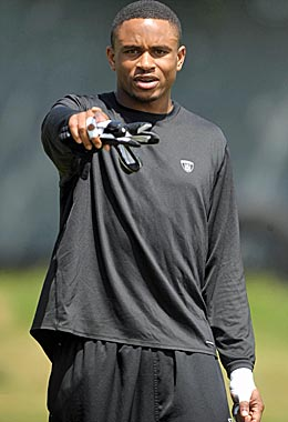 Nnamdi Asomugha figures to break the bank with lots of eager employers waiting in line. (US Presswire)