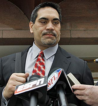 Kevin Mawae and the players' reps don't appear to be in any more of a mood for compromise than the owners. (AP)