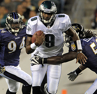 Vince Young sees his first action in an Eagles uniform and goes 3-for-5 with 45 yards passing.  (US Presswire)