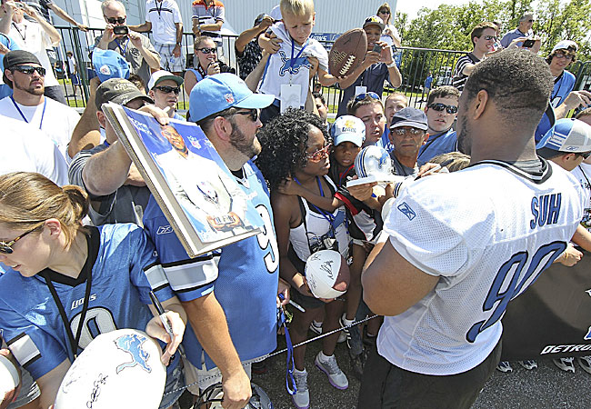 Suh has won over Lions fans, but can he exercise the same mastery of the league office? (AP)