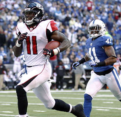 Julio Jones runs away from Antoine Bethea while turning a short pass into an 80-yard touchdown for the Falcons.  (AP)
