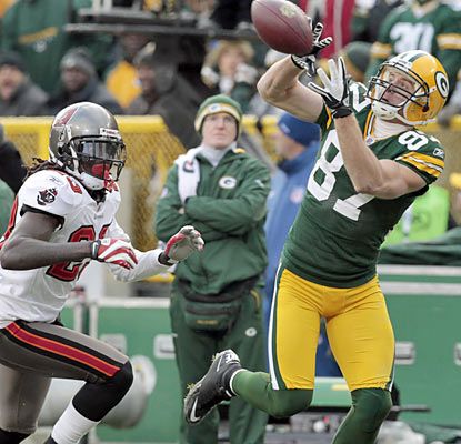 Jordy Nelson hauls in two touchdowns for the second straight week. The wideout finishes with 123 yards on the day. (AP)