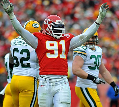 Tamba Hali and the Chiefs defense keep Green Bay's vaunted offense under control.  (US Presswire)