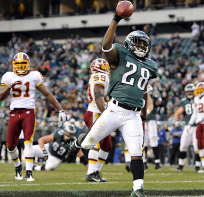 Dion Lewis, playing in place of LeSean McCoy, scores a touchdown in the fourth quarter for the Eagles.  (US Presswire)