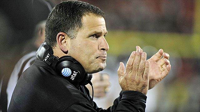 Greg Schiano must beat the odds against college coaches moving to the NFL. (US Presswire)
