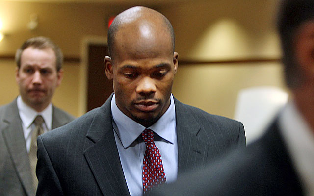 Jerome Simpson leaves court after a guilty plea that could lead to a 60-day jail sentence. (AP)