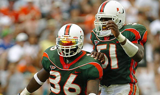 Vilma (right) has allegedly been involved in bounties since his Miami days. (Getty Images)