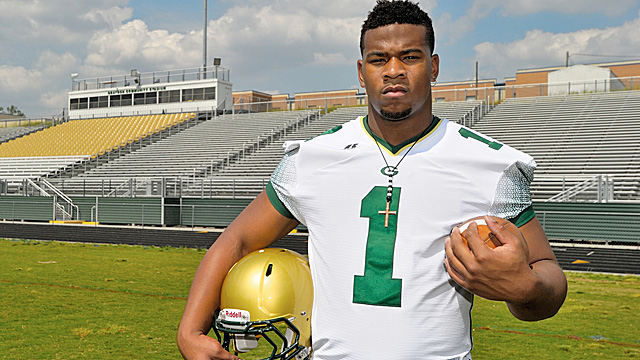 Nkemdiche says his commitment to Clemson is a 'done deal' if his friend gets offered. (Dan Carter/MaxPreps)