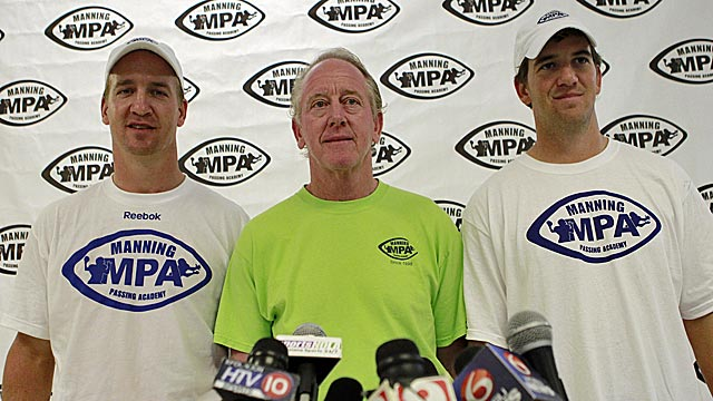 Peyton Manning (left), with father Archie and brother Eli, praises Matt Barkley as a QB. (AP)