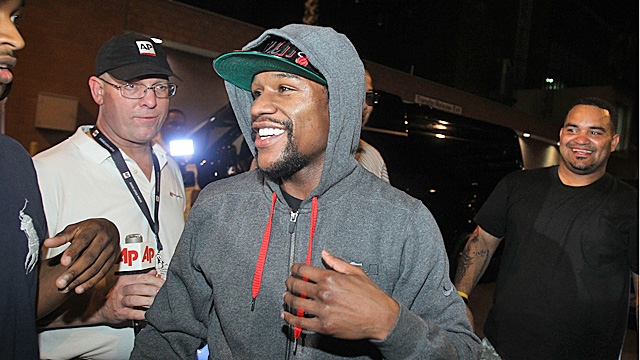 Floyd Mayweather Jr. is all smiles after exiting the Clark County Detention Center. (AP)