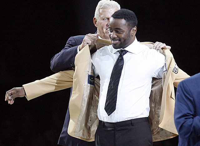 Bill Parcells will present Martin, the only skill-position player going into the Hall this year. (AP)