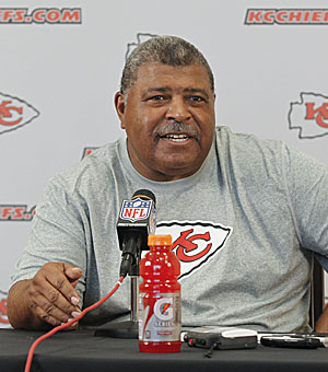 Chiefs coach Romeo Crennel says he understands Berry's rehab process. (Getty Images)