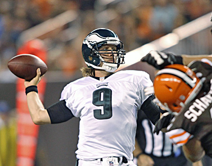 Backup Nick Foles has another solid game, tossing two touchdown passes in the first quarter for the Eagles. (AP)