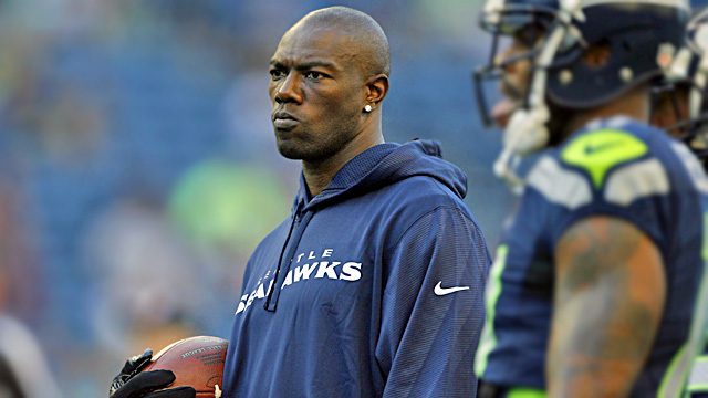 The Seahawks rolled the dice and gave Terrell Owens another shot, but cut him on Sunday. (US Presswire)