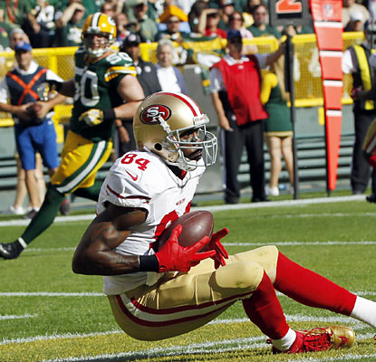 Randy Moss makes his presence felt in his first game since 2010 as he hauls in a TD in the second quarter. (AP)