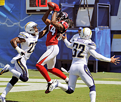 Falcons receiver Roddy snags a pass between Chargers Quentin Jammer (left) and Eric Weddle during Atlanta's win. (AP)