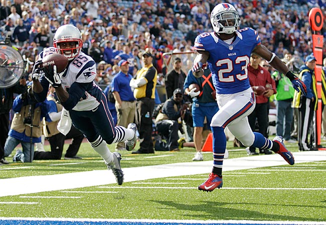 Patriots WR Brandon Lloyd makes a touchdown catch next to Bills DB Aaron Williams. (AP)