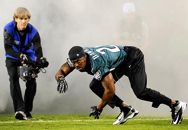 Former Eagles S Brian Dawkins is introduced before Sunday night's Giants-Eagles game. (AP)