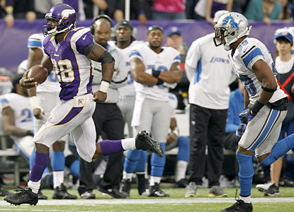 Adrian Peterson runs for 171 yards on 27 carries -- his fourth straight game with more than 120 yards on the ground with a TD. (AP)