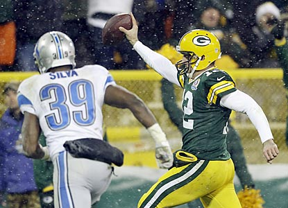 Ricardo Silva is too late to prevent Aaron Rodgers from scoring on a 27-yard run, which gives Green Bay a brief 17-14 lead.  (AP)