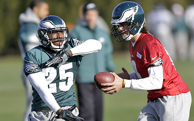 LeSean McCoy will be taking handoffs from Nick Foles when the Eagles face the Redskins on Sunday. (AP)