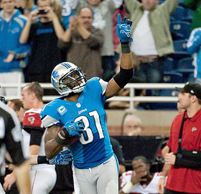 Calvin Johnson salutes the crowd after passing Jerry Rice for the single-season yards receiving mark of 1,848. (US Presswire)