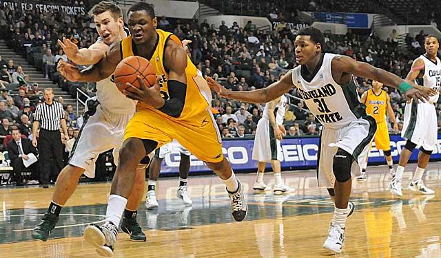 Harris demonstrates good hands on the basketball floor, grabbing a loose ball. (USATSI)